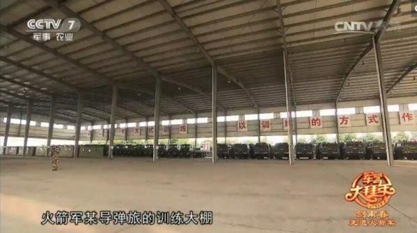 解放军新春首次曝光长剑10吊装画面 发射车成排
