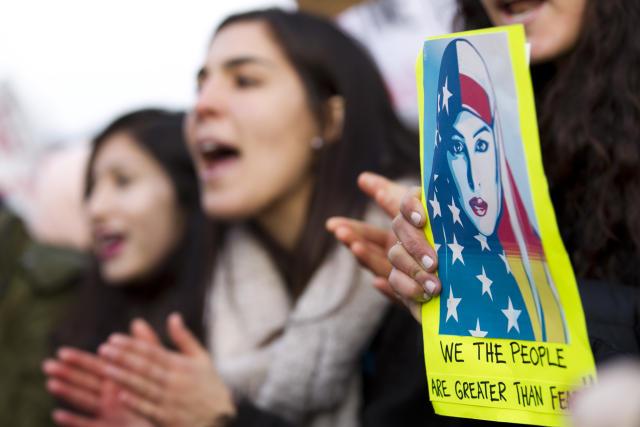 1月30日,美国民众在白宫前抗议特朗普移民新政。(新华社/美联)