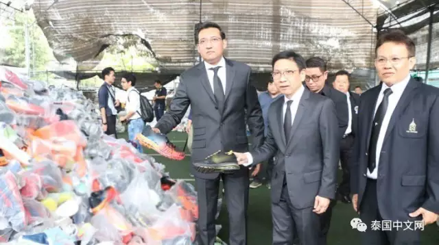 泰国缉获7万多双来自国家的盗窟名牌静止鞋,代价2000万元