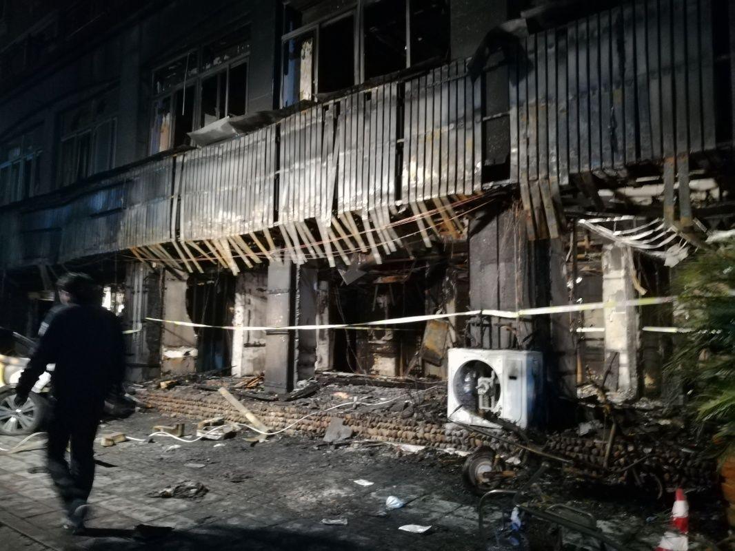 这是2月6日拍摄的发生火灾的浙江省天台县赤城街道春晓堤足馨堂。新华社记者 王俊禄 摄