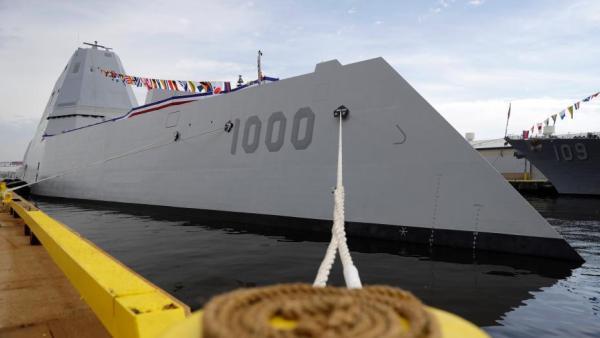 """美国海军""""朱姆沃尔特""""级隐形驱逐舰。"""