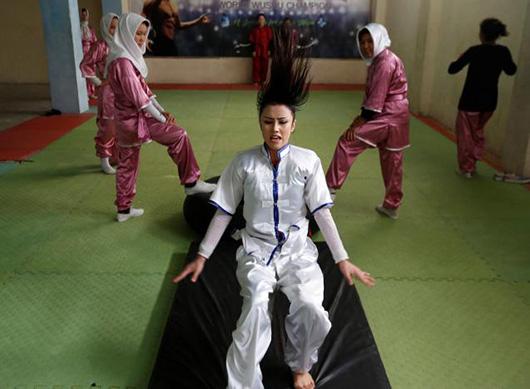 当地时间1月29日,Sabera Bayanne正在进行武术训练