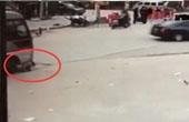 6岁女孩路边小便中被碾压
