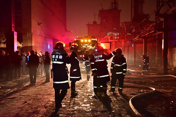 爆破发作后,消防职员赶到现场处理。 视觉国家 图