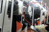 """上海地铁惊现""""体操哥"""""""