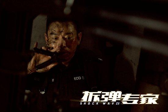 影片中动作场面均是刘德华亲自上阵