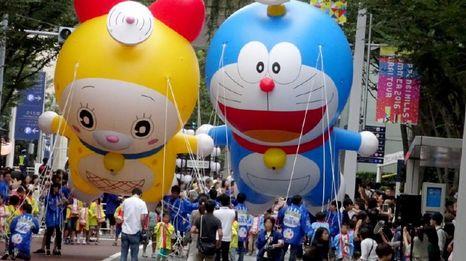 资料图:哆啦A梦大气球(右一)