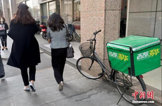 材料图:外卖送餐车 中新网记者 李泊静 摄