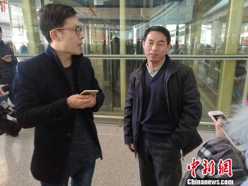 右一是王老在北京事情的别的一个侄子。中新网 记者 张尼 摄