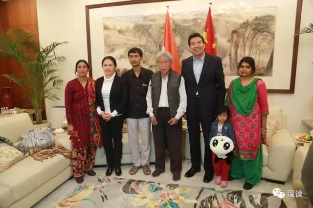 临行前,中国驻印度大使罗照辉及夫人江亦丽参赞会见了王琪老人及其家人,使馆派出高级外交官陪同他们返国 中国驻印度大使馆网站图片
