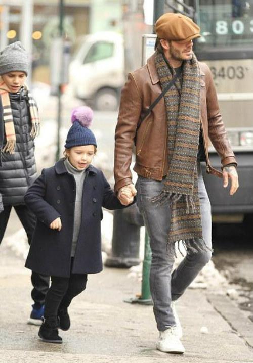 贝克汉姆有几个孩子_贝克汉姆一人带仨孩子逛街 贝嫂坐车独行