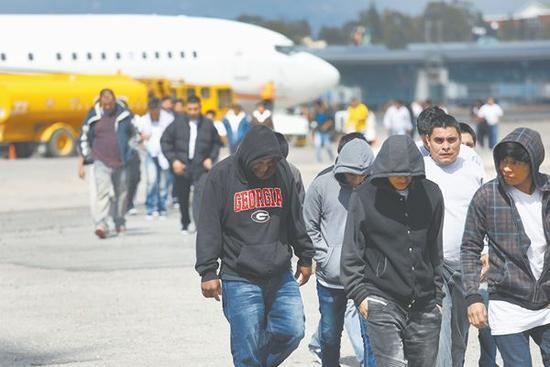 9日,135名无证移民被美国驱逐回危地马拉。