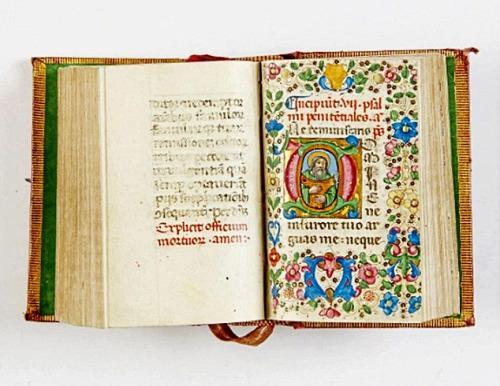 资料图片:失窃的古书中最珍贵的一本,是著名波兰天文学家哥白尼的巨著、1566年版的《天体运行论》,价值21.5万英镑。