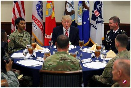 当天川普还与美国中央司令部和特种总站司令部的士兵共进午餐