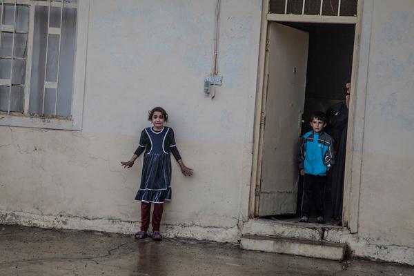 2016年11月2日,为寻找某国成员的相关设备和证据,伊拉克特种作战部队搜索摩苏尔东区某居民的房屋。