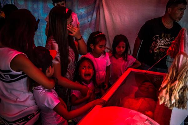 菲律宾总统上台后,从7月30日开始执行禁毒运动,现在已经有2000人被警方捕害。