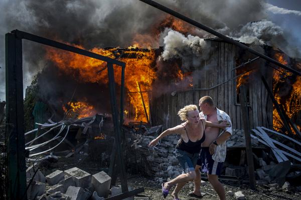 乌克兰官方政府和当地的自称共和国的人群开始发生冲突后,有越来越多的普通群众被逼成为难民,他们无家可归、流离失所。
