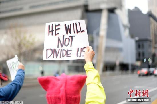 资料图2月6日,在美国旧金山,第九巡回上诉法院大楼外抗议者。