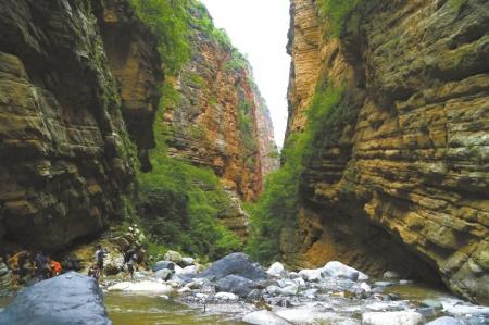 """原标题:""""悬崖村""""险道将成旅游风景"""