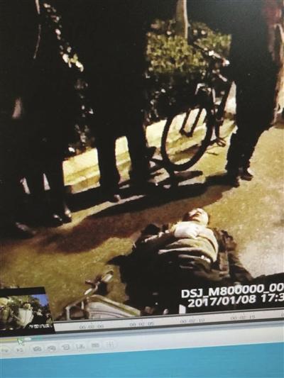 骑电动车的女子受伤倒地,后不治身亡