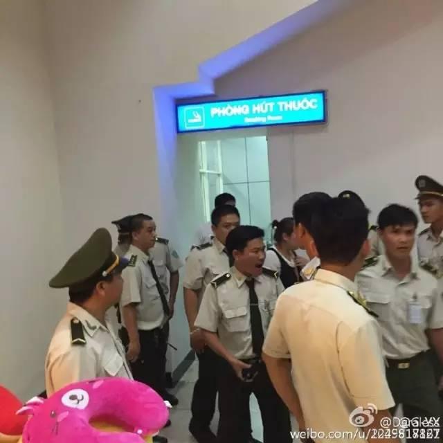 因收小费起争执,芽庄海关手持电警棍殴打中国游客