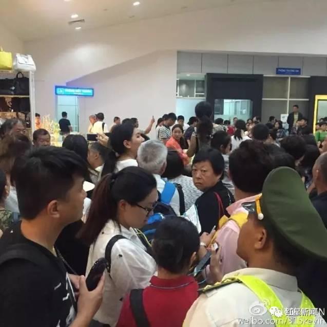 2016年5月2日晚8点左右,在芽庄机场出关口,场面混乱