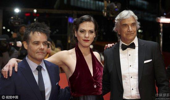 导演塞巴斯蒂安-莱里奥、和主演丹尼斯-维加、弗兰西斯科-雷耶斯亮相首映礼