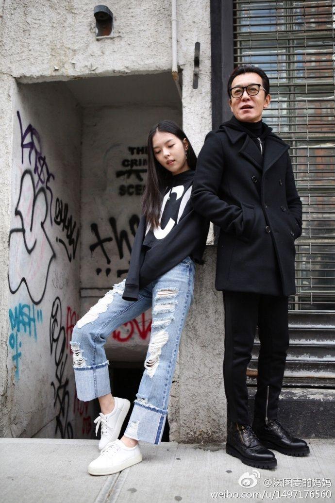 情人节哈文晒与李咏恩爱合影 爱女小法大长腿抢镜