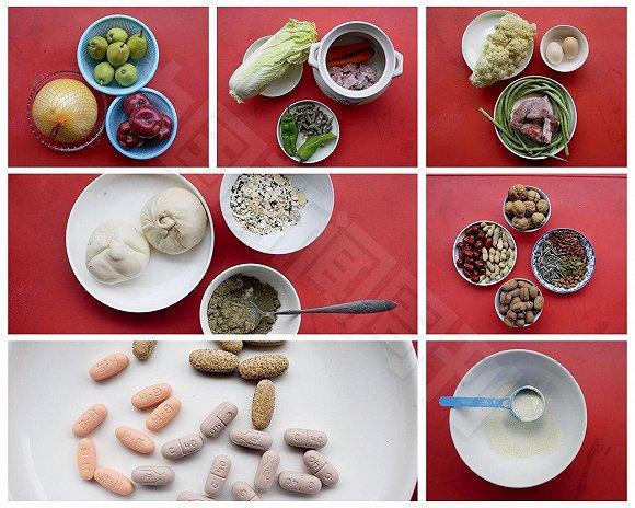 2016年12月某一天陈芳的食谱:早餐冲泡一杯五谷杂粮粉,再加一杯提子燕麦片,两个包子;午餐胡萝卜猪骨头熬汤、尖椒鱼干、清炒白菜;晚餐豇豆炒肉片、清炒菜花、摊鸡蛋。每天要穿插吃很多其他的食物,泡奶粉、吃水果、花生、坚果、红枣,还有补点维生素片、钙片等营养类药品。陈芳坦言:这比自己怀孕那会儿吃的好多了。摄影/冉文