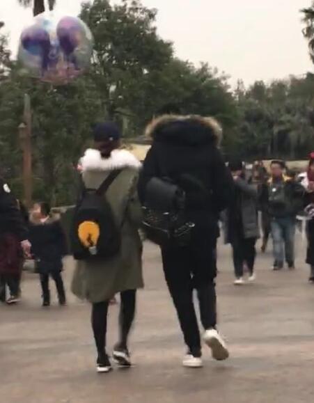 杨紫秦俊杰迪士尼甜蜜约会