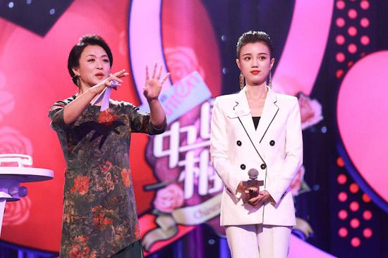 《中国式相亲》本周双播 现场上演闻香识男人