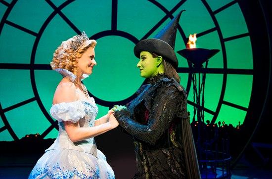 """百老汇的首部""""双女主""""演出,两位的成长故事又是充满了女性英雄主义气息。"""