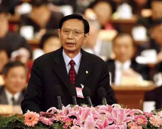 """2006年,尹明善接受采访时谈起民营企业造车,认为:""""中国缺少知名的国际品牌,是中国民族企业的耻辱。"""""""