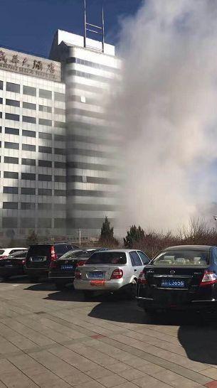 河北一酒店KTV发生爆炸 现场一辆公交车严重受损