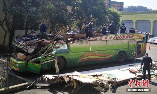 台游览车33死事故续:出事旅行社负责人出面道歉
