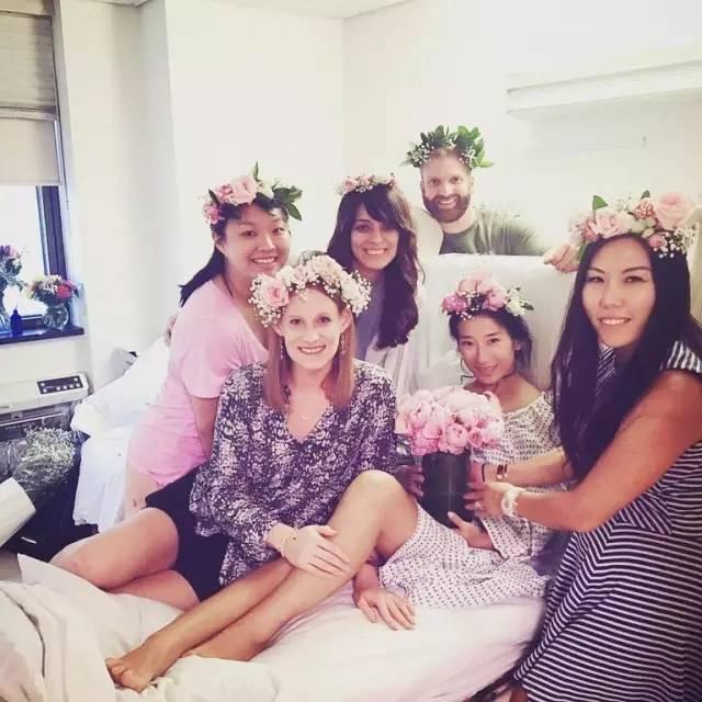 """""""我妻子和她朋友在Instagram最后的照片,在她三十岁生日的前一个月,她因为癌症病逝。"""""""