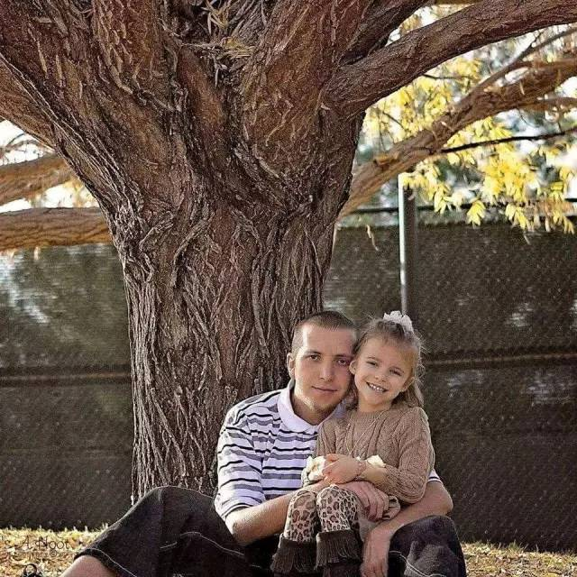"""""""这是我朋友和他女儿的合照,在他获得监护权之后,他的前任绑架并且杀害了他"""""""