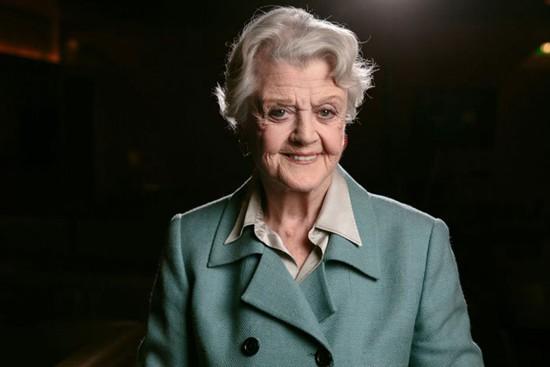 92岁的好莱坞传奇女演员安吉拉-兰斯伯瑞加盟