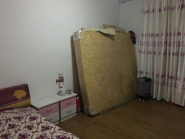 胡河东的寝室。