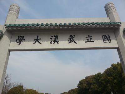 近日,湖北省委副书记、武汉市委书记陈一新在与龙头企业家召开座谈会时提出要力争在5年内将100万大学生留在武汉。根据武汉市2015年国民经济与社会发展统计公报,截至该年,武汉共有82所高校,包括7所211大学,100多万在校生,而且仍在逐年递增中。