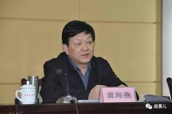虞海燕是浙江义乌人,1985年调至酒泉钢铁集团,从炼钢厂调度长、车间副主任升至科长、副厂长,于1998年升任炼钢厂厂长。