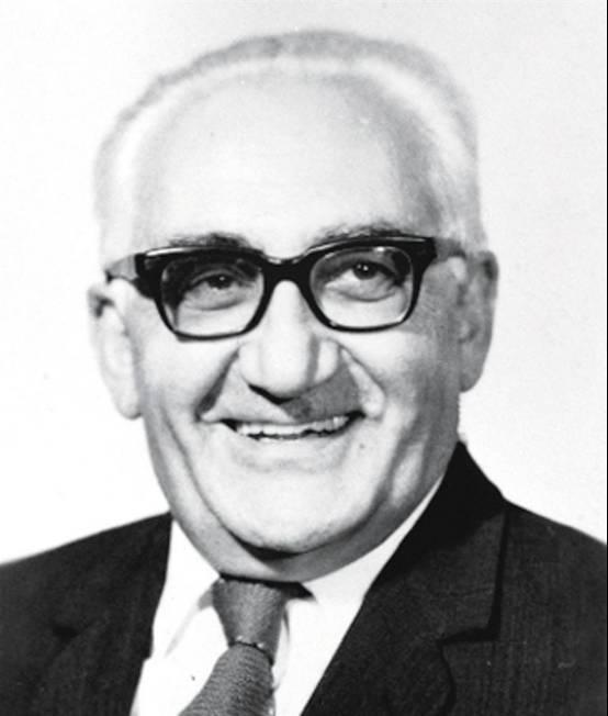 马海德,原名George Hatem,性病和麻风病专家,阿拉伯裔美国人,1949年加入中国国籍,是第一位获得新中国国籍的外国人。