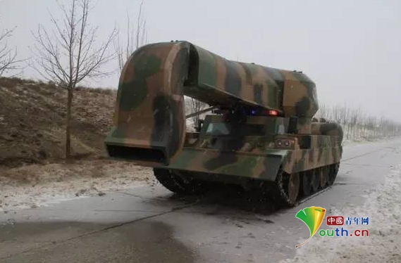 """据中国兵器工业集团一机集团介绍,这款扫雪神器实为""""涡喷吹雪车""""。"""