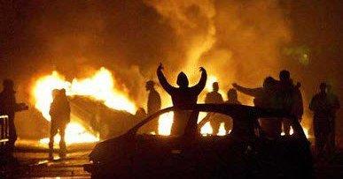 瑞典首都斯德哥尔摩北部郊区20日发生暴动,当地警察逮捕一名涉嫌贩售毒品的人后,多名戴面罩的民众向警察扔掷石头,焚烧汽车,发动暴动,而这个发生暴动的地区主要为外来移民者居住。