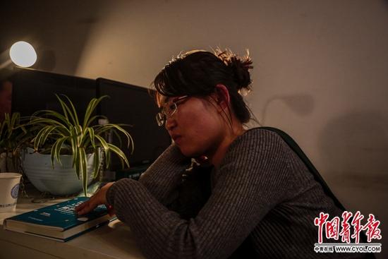 陈小青在北京租住的家中。