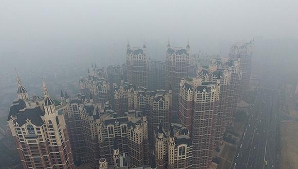 """2月21日早间,富力一则公告犹如重型炸弹在房地产圈迅速震动,揭示这家华南企业过去十年与""""中国初代福布斯富豪""""陈宇光之间的联姻,并不如预想般美满。"""