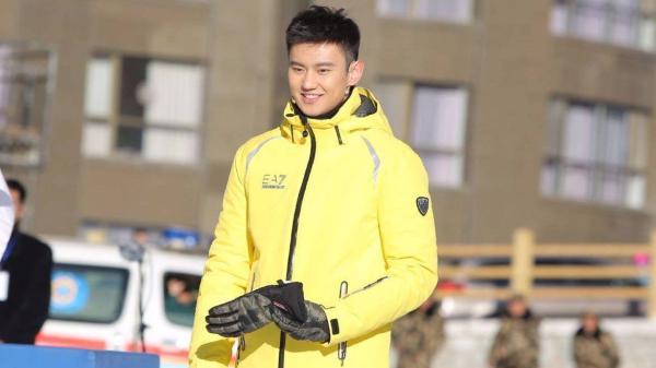 宁泽涛参加某品牌冬季项目活动。
