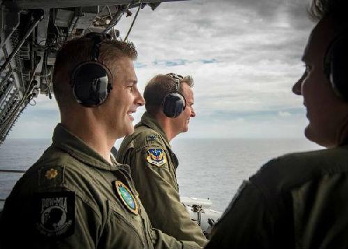 """资料图片:美国""""卡尔·文森""""号核动力航空母舰。新华社记者陈晓伟摄"""