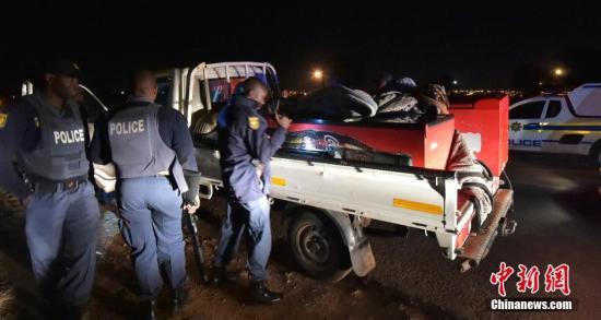 资料图:2016年6月,南非首都骚乱至少致两死,警方逮捕多人。 中新社记者 GCIS 摄