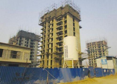 烂尾的现代国际汽贸城配套住宅项目。